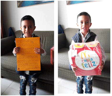 Juan Felipe con su carta y su cajita feliz