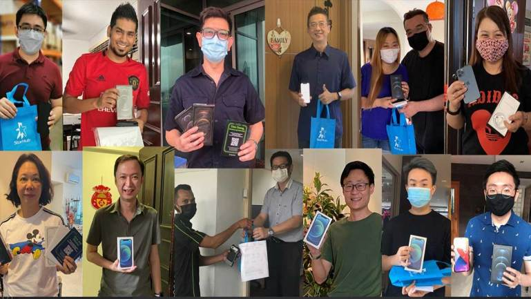 First iPhone delivery animated to life for 12 loyal StarHub customers