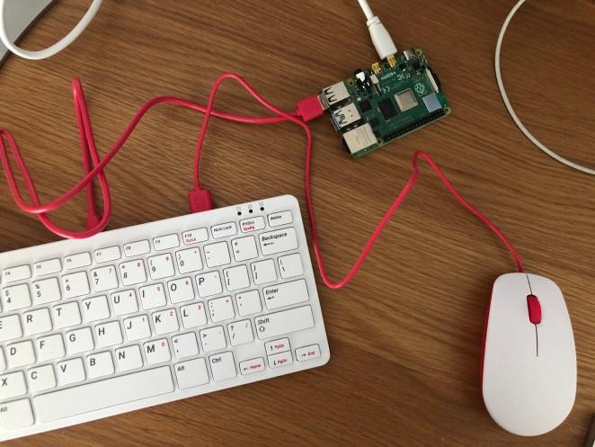 Raspberry Pi 400 vem com teclado e custa US$ 70