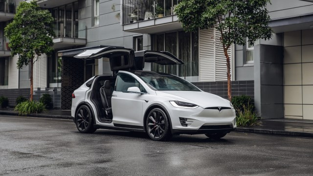 "{focus_keyword} Tesla will not ""refresh"" its Model S or Model X electric vehicles Tesla model X Parked City"