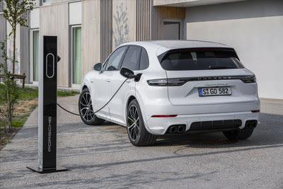 porsche cayenne plgu in {focus_keyword} Porsche packs the power into its newest Cayenne plug-in hybrids porsche cayenne plgu in