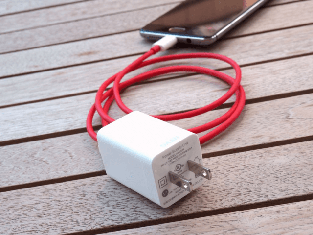 The Dash charger can take the OnePlus 3 from 0 to 60% in 30 minutes