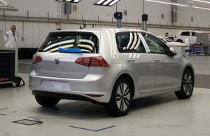 2015-volkswagen-e-golf-rear-assembly-line