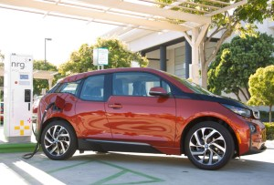 bmw-i3-at-dc-fast-charging-station_100491665_l