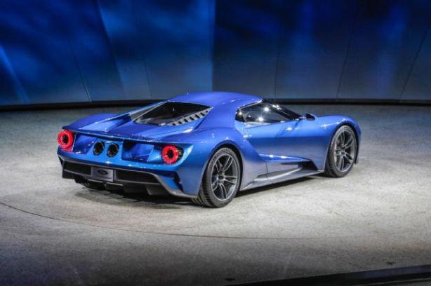 ford-gt-at-2015-detroit-auto-show-rear-three-quarter-03