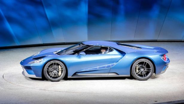 ford-gt-at-2015-detroit-auto-show-side-profile