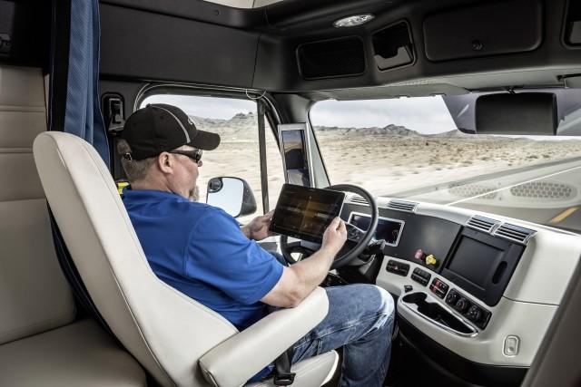 freightliner-inspiration-truck-self-driving-truck-concept_100509794_m