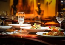 service charge at restaurants not mandaotry