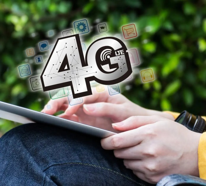 Young woman connecting to 4G by using digital tablet. Myimagine / Shutterstock.com