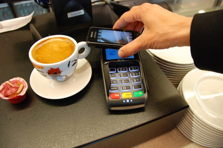 Mastercard, le transazioni contactless crescono del 360% in Italia