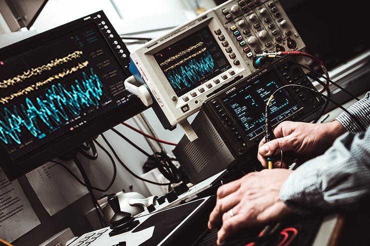 Smartphone e connessioni 5G, avviati i test nei laboratori TIM
