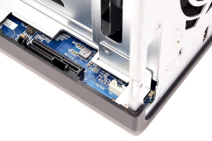 NAS con LAN 2.5 GbE e PCIe