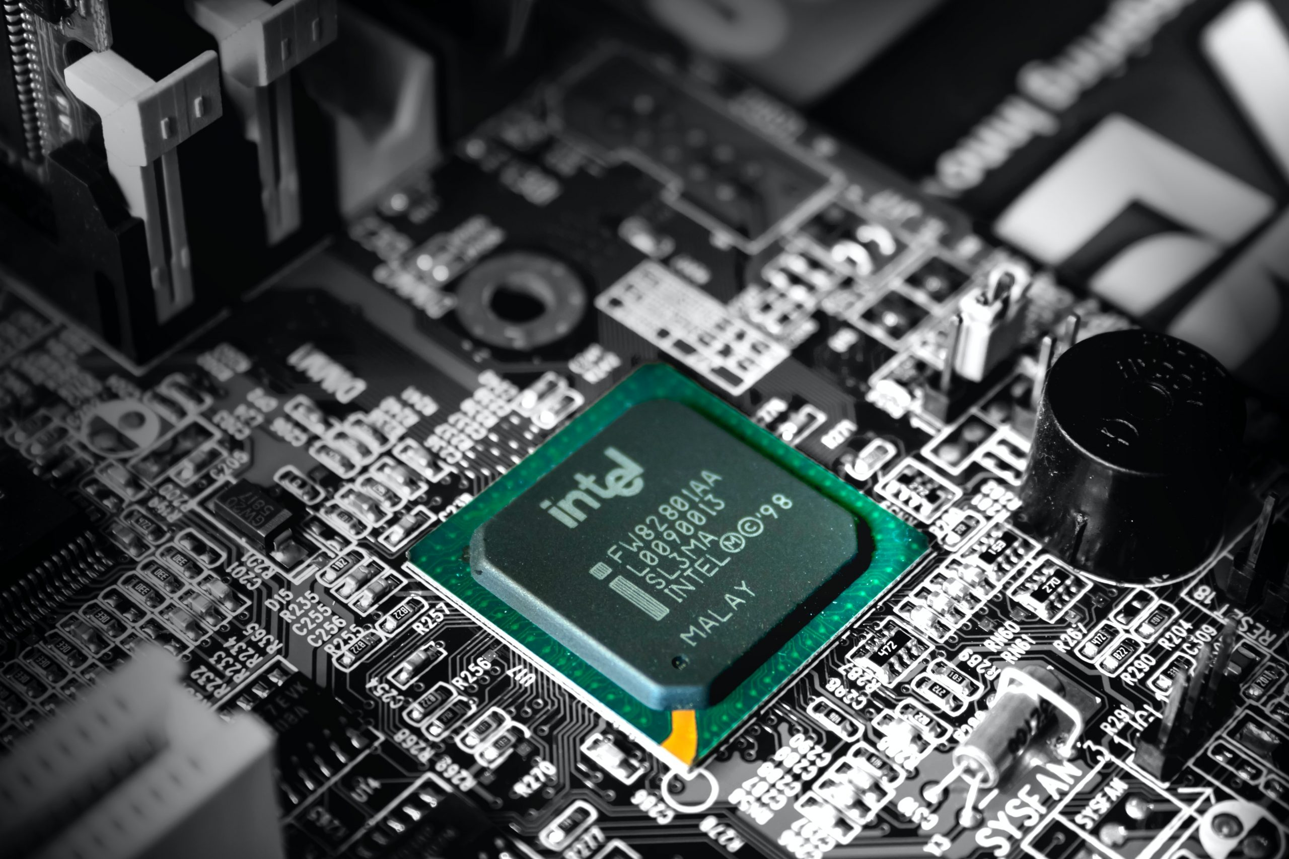 Intel is reportedly to buy AMD