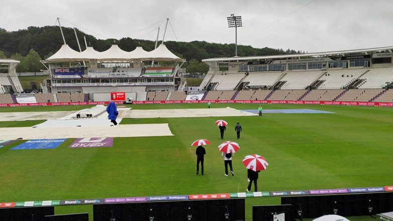 Shane Warne Taunts Michael Vaughan About Weather in UK Ahead of IND vs ENG 3rd Test Day 4 | 🏏 LatestLY