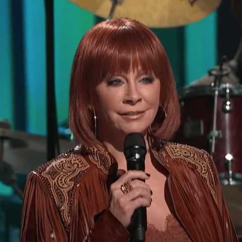 Country Singer Reba McEntire Revealed a New Hairdo at the Loretta Lynn's Benefit Concert
