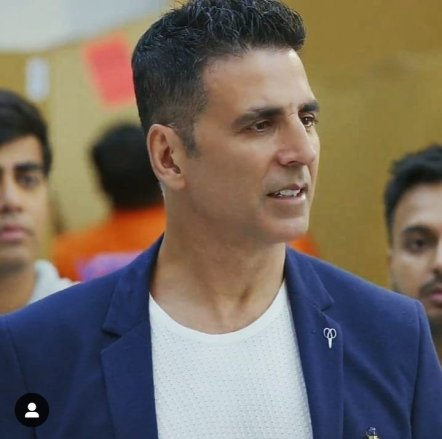 Akshay kumar monthly income