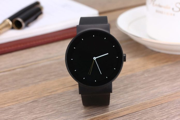 large imco cowatch affordable smartwatch
