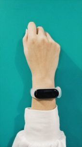 Xiaomi-Mi-Band-3-Explorer-Edition-Translucent-Band-1