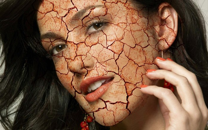 create a crack effect on face using photoshop