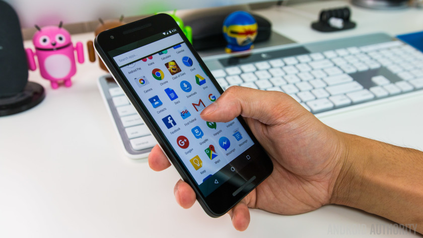 [Infographic] Top Android Apps that Drain Battery and Use Up all your Data and Storage