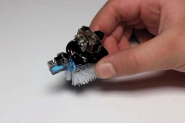 YouTuber brings broken smartphone back to life – as a robot