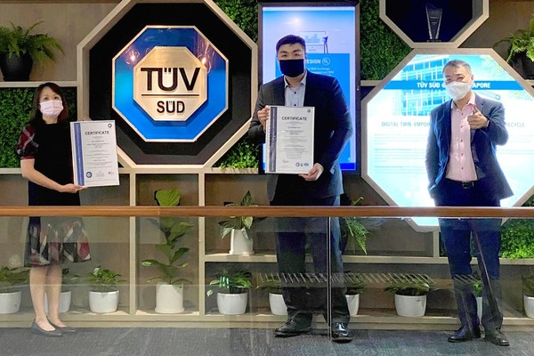 The ISO/IEC 27001 and ISO/IEC 27701 certificates were officially presented to CubePay in an event held at TÜV SÜD PSB Singapore on 24 September 2021. From left to right: Ms. Tan May Shan, Chief Operating Officer and Co-Founder, CubePay. Mr. Benjamin Chua, Chief Technology Officer and Co-Founder, CubePay. Mr. Clement Teo, Senior Vice President - Business Assurance (ASEAN), TÜV SÜD.