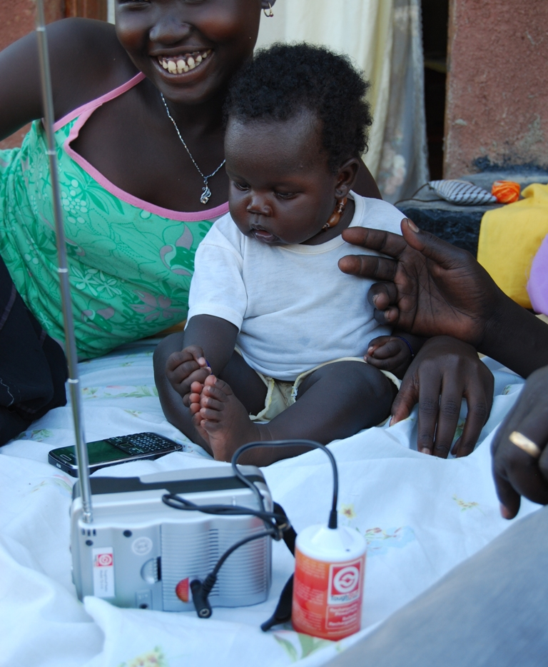 woman-and-child-with-sunlife-radio