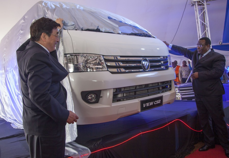 Speaker of the Senate Hon. Ekwe Ethuro (right) and the head of Chinese Government delegation Guo Jinlong unveiling the new View CS2 van into the Kenyan Market