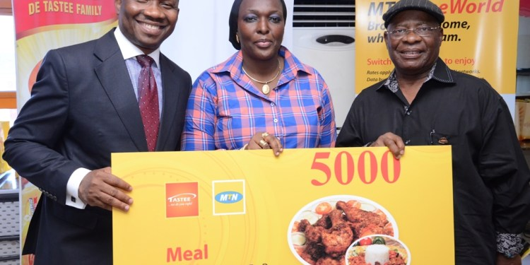 L-R General Manager, Business Development, S&D, MTN, Kola Oyeyemi, GM Operations, Lagos & Southwest region, MTN, Fehintola Mustapha, and Chairman, Tastee Fried Chicken, Adekunle Adedayo at the launch of MTN-Tastee meal voucher held today at Bunmi's Place, Lagos.