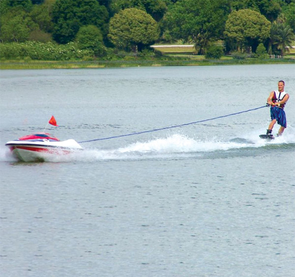 041811_self_piloted_tow_boat_1