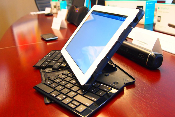 logitech fold-up keyboard ipad input mobile
