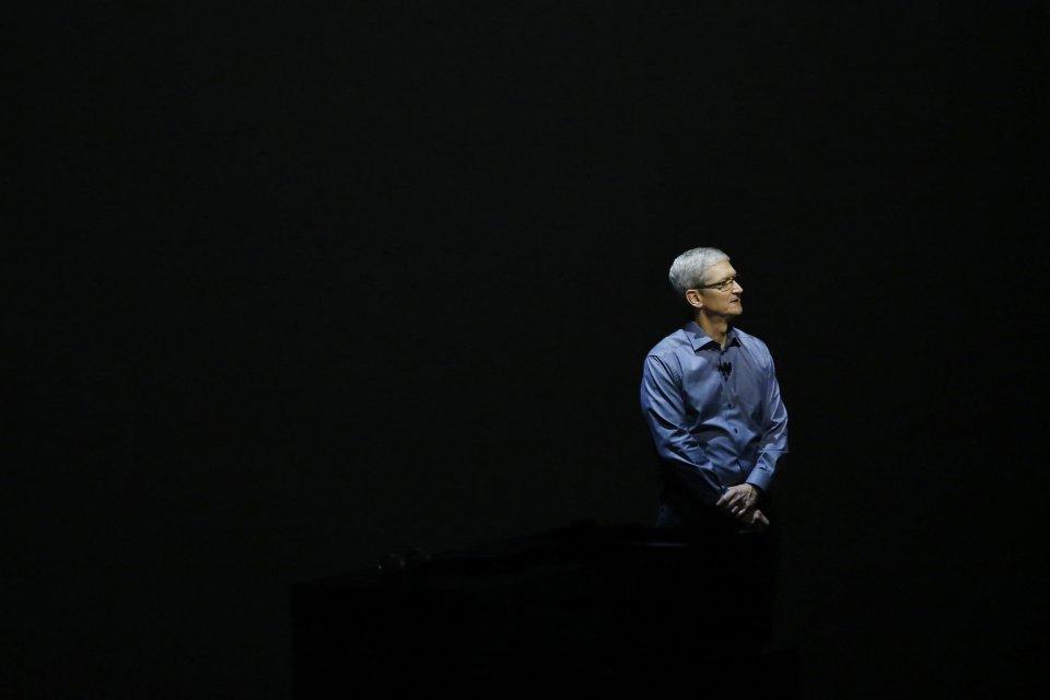 애플 CEO 팀쿡, 주주총회에서 기립 박수