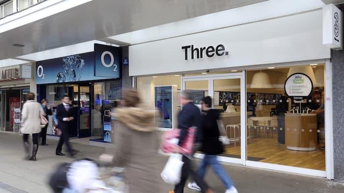영국 Three 와 O2 이동 통신사업자 합병 무산