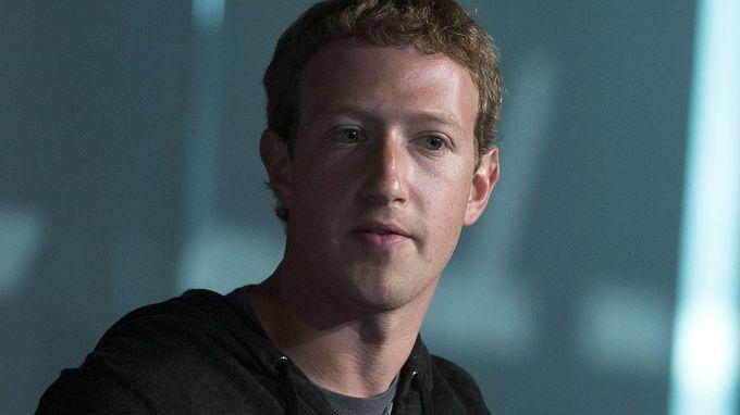 페이스북, 트렌딩 토픽 에디터 해고