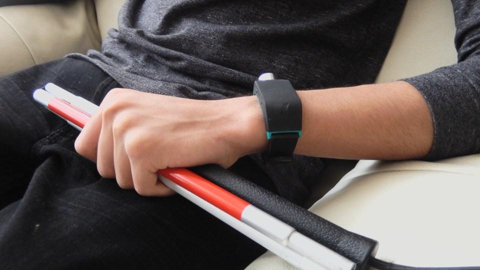 시각 장애인들을 위한 스마트 워치, Sunu Band