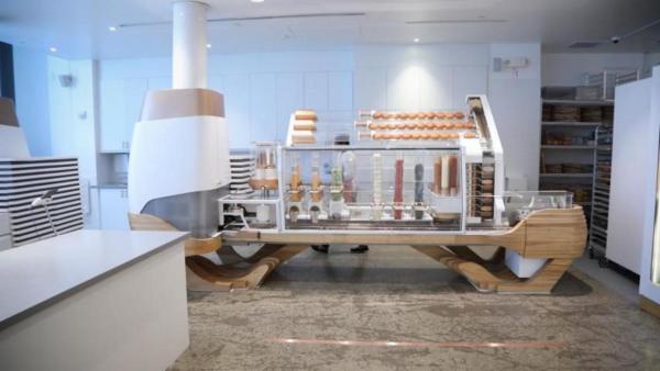 크리에이터, 로봇이 버거를 만드는 레스토랑 오픈