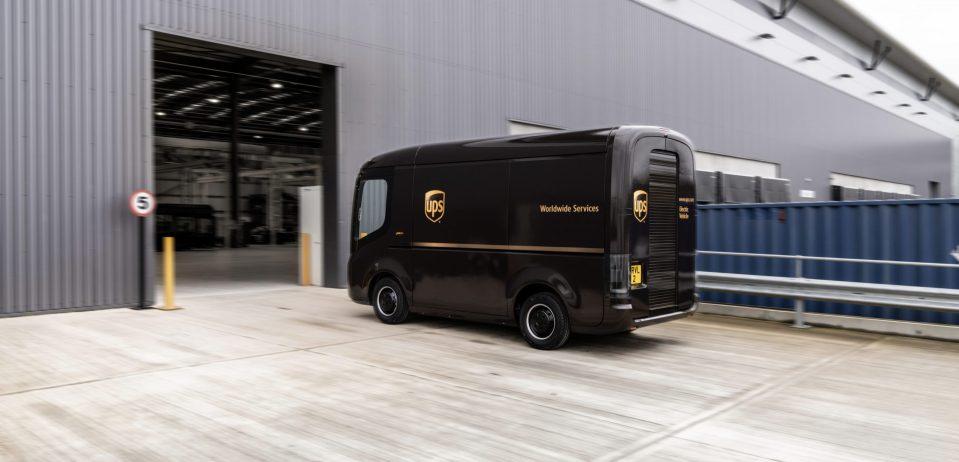 사람을 위한 모빌리티 – 택배기사 편의성 높인 Arrival 전기트럭