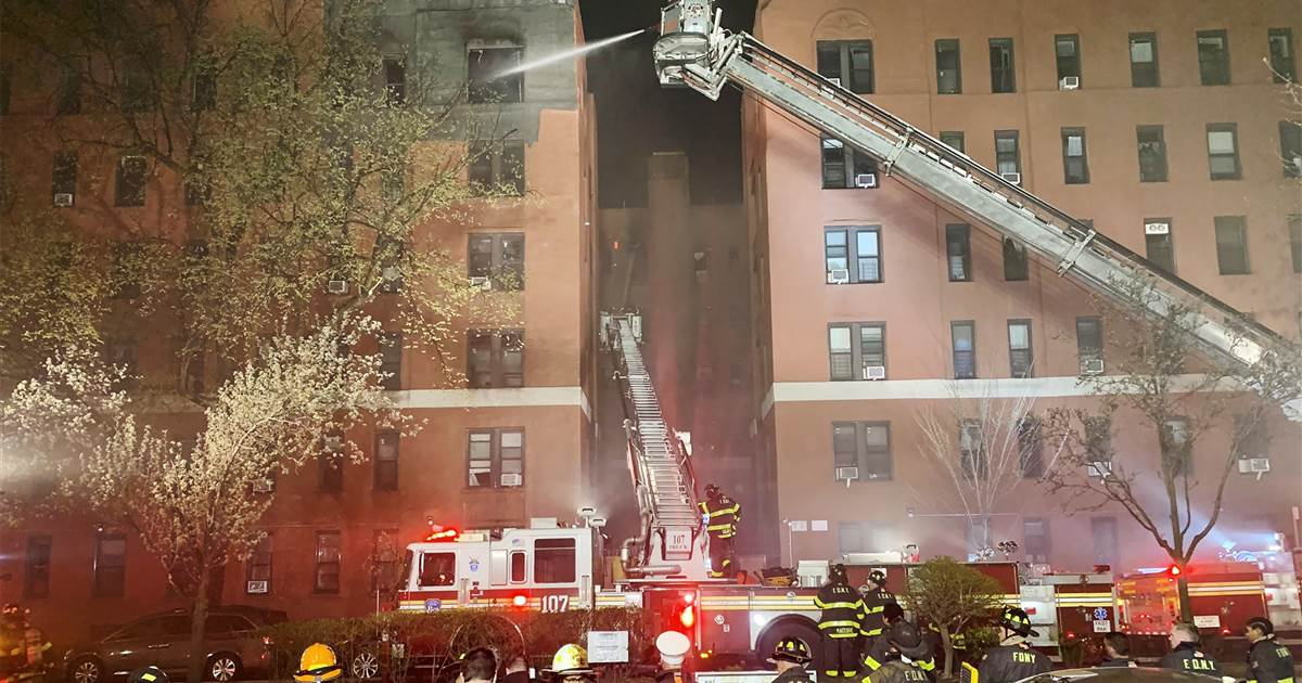 Eight-alarm fire at New York City apartment building displaces hundreds