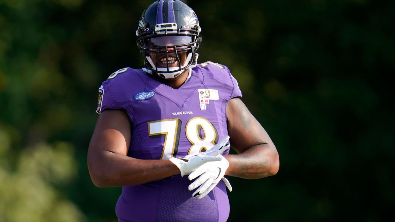 Chiefs shipping first-round pick, 3 others to Ravens for package highlighted by Orlando Brown Jr.