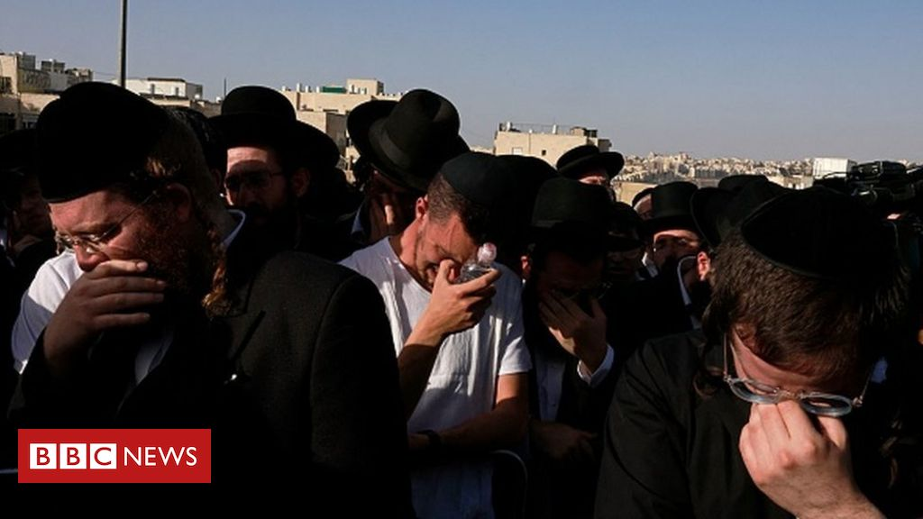 Israel crush: Netanyahu promises inquiry as first victims are buried - BBC News