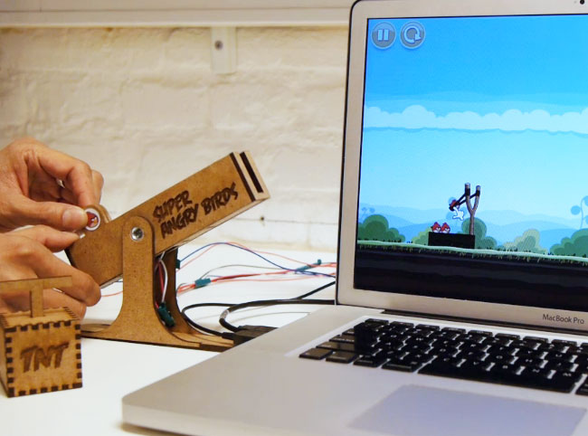 Super Angry Birds: Kill 'em pigs with this external device