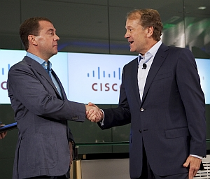 Russia's president Dmitry Medvedev (left) greeted by Cisco Systems chairman John Chambers, 23 July 2010 (Cisco Systems)