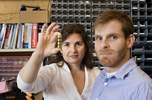 Daniela Rus, holding smart pebble cubes, and Kyle Gilpin (M.Scott Brauer, MIT)