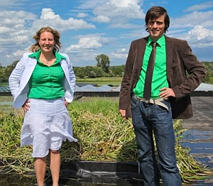 Marjolein Helder (left) and David Strik (Plant-e)