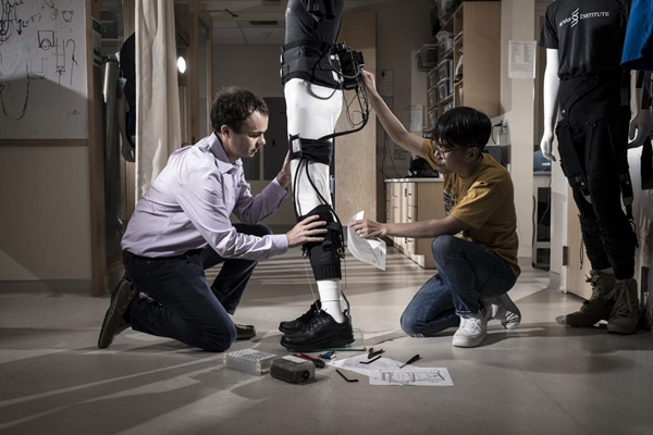 Ankle-supporting exosuit