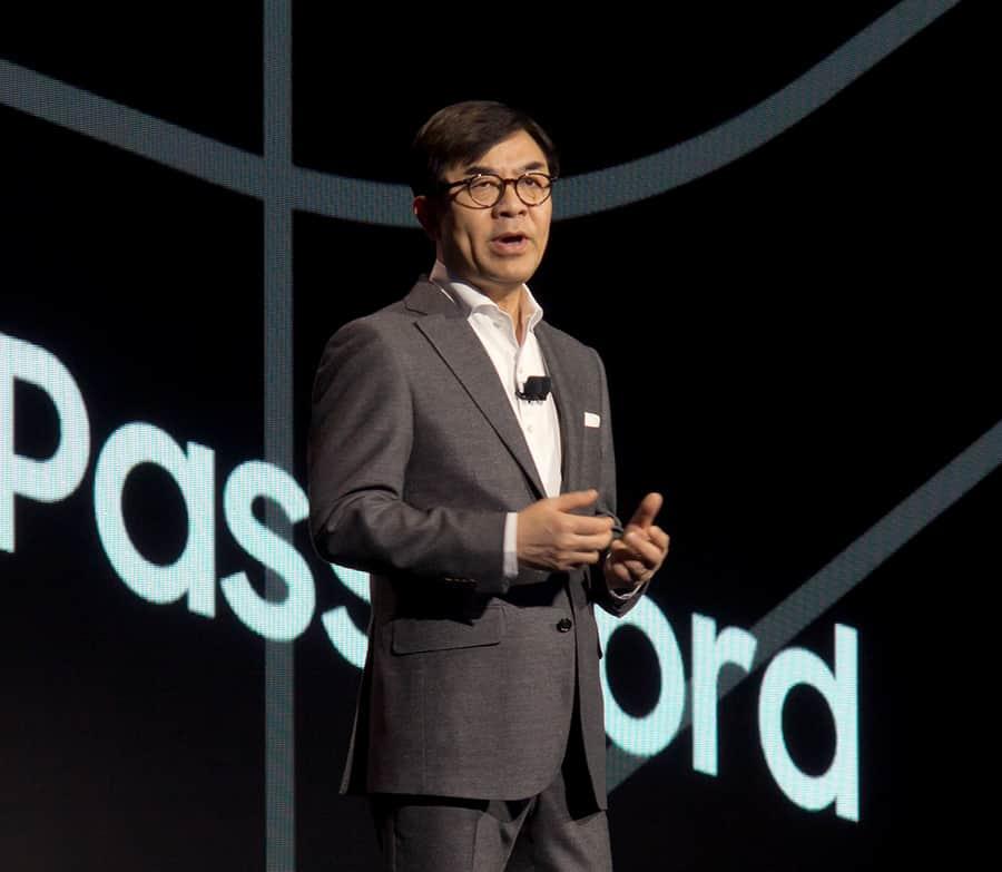 At CES, Samsung shows big screens and bigger ambition
