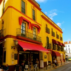 Yellow and red flag house Seville - TN