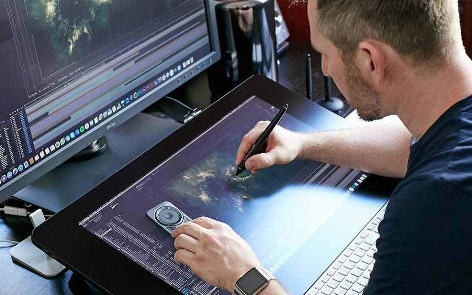 5 Best Drawing Tablet Gloves for Artists and Design Professionals