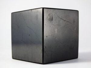 szungit sześcian 300x225 - Szungit rosyjski kamień zdrowia