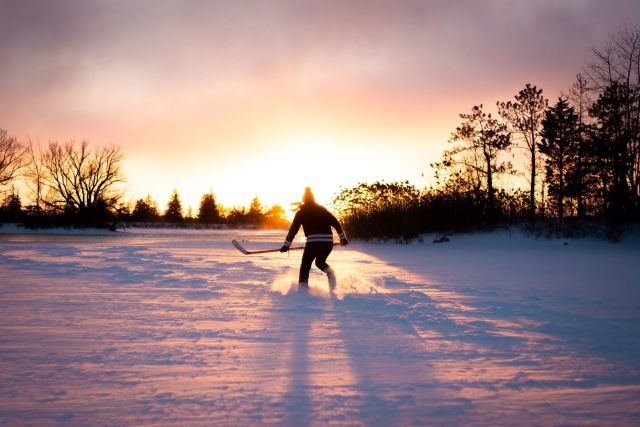 Coucher de soleil et hockey - Photo de Joshua Pennock via Burst